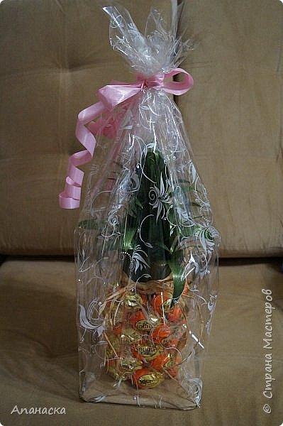Конфеты и бутылка в образе ананаса фото 6