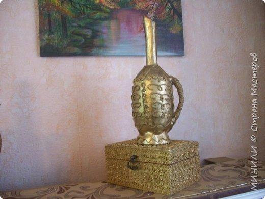 Шкатулка из дерева длина 23 см,ширина 16 см,высота 10 см,украшена джутом ,горохом(половинки),макаронами,покрашена золотом из баллончика,затем акриловым лаком.Внутри оклеена бордовым бархатом. фото 3