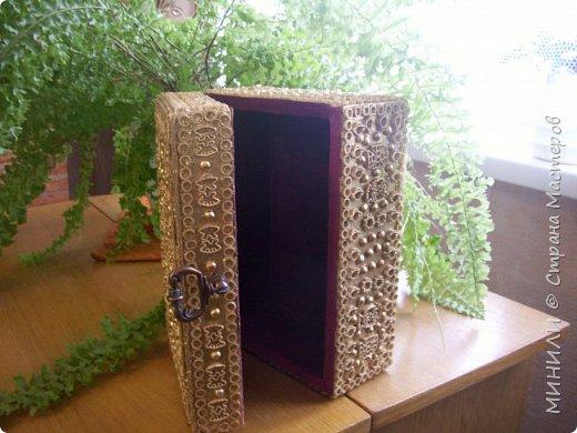 Шкатулка из дерева длина 23 см,ширина 16 см,высота 10 см,украшена джутом ,горохом(половинки),макаронами,покрашена золотом из баллончика,затем акриловым лаком.Внутри оклеена бордовым бархатом. фото 2