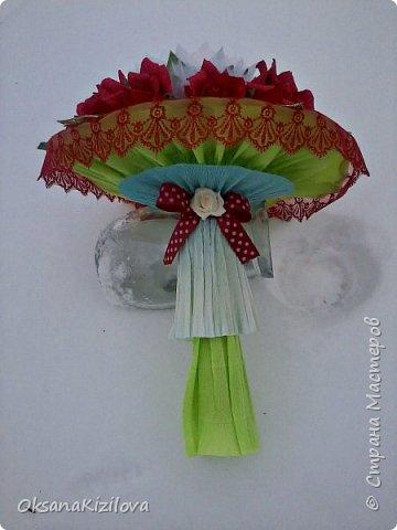 Лотос в красных розах фото 3