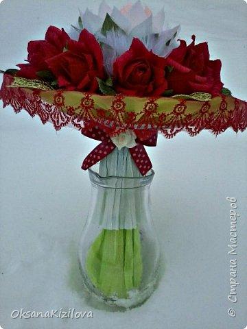 Лотос в красных розах фото 4