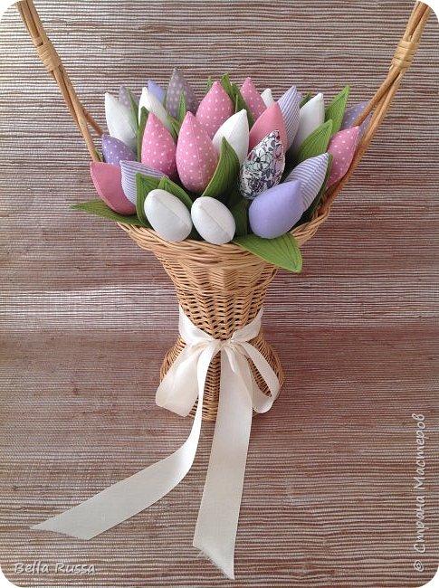 Дорогие мастерицы! С наступающим праздником! Как здорово, что первый весенний праздник именно женский! И как хотелось бы, чтоб чудесно-весеннее настроение сохранялась весь год! И побольше цветов .... Круглый год!     фото 1