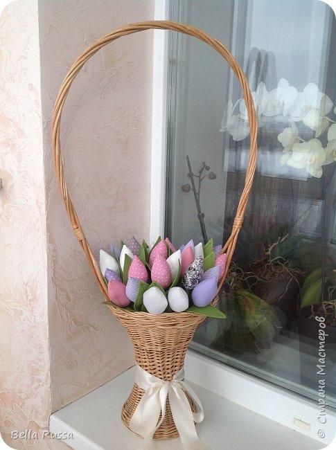 Дорогие мастерицы! С наступающим праздником! Как здорово, что первый весенний праздник именно женский! И как хотелось бы, чтоб чудесно-весеннее настроение сохранялась весь год! И побольше цветов .... Круглый год!     фото 2