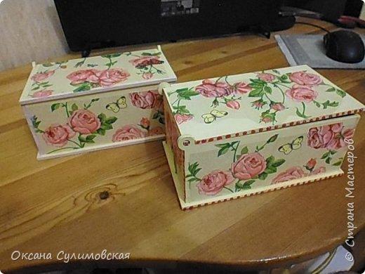Купила готовые деревянные заготовки шкатулок, всего их было 8 штук.. И оформила с помощью салфеток в технике декупаж. фото 5