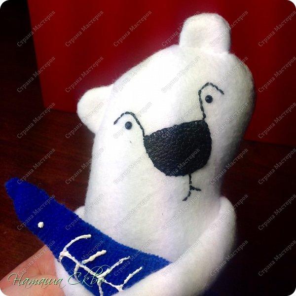 """Всем доброго времени суток! Недавно хвалилась своими ЗУДно- наХлыми котами (живут кошачьи здесь- http://stranamasterov.ru/node/998751)... А сегодня- моя очередная """"хотелка"""". Эта игрушка- примитив с названием """"Polar Bear Boris"""" попалась мне в Инете, поняла, что ОЧЕНЬ- ОЧЕНЬ- ОЧЕНЬ хочу себе Бореньку! фото 13"""