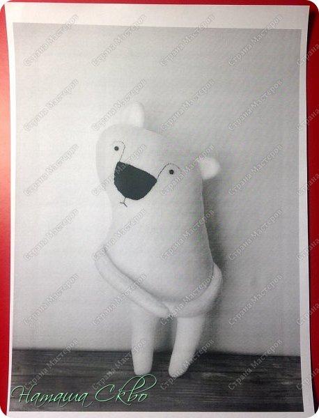 """Всем доброго времени суток! Недавно хвалилась своими ЗУДно- наХлыми котами (живут кошачьи здесь- http://stranamasterov.ru/node/998751)... А сегодня- моя очередная """"хотелка"""". Эта игрушка- примитив с названием """"Polar Bear Boris"""" попалась мне в Инете, поняла, что ОЧЕНЬ- ОЧЕНЬ- ОЧЕНЬ хочу себе Бореньку! фото 5"""