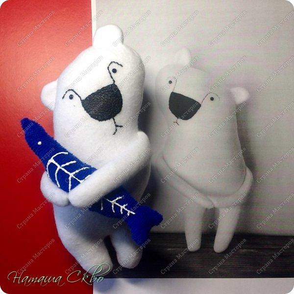 """Всем доброго времени суток! Недавно хвалилась своими ЗУДно- наХлыми котами (живут кошачьи здесь- http://stranamasterov.ru/node/998751)... А сегодня- моя очередная """"хотелка"""". Эта игрушка- примитив с названием """"Polar Bear Boris"""" попалась мне в Инете, поняла, что ОЧЕНЬ- ОЧЕНЬ- ОЧЕНЬ хочу себе Бореньку! фото 8"""