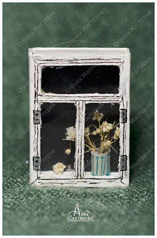 Окошки из спичечных коробков. Объемные, занавески и цветочки вклеены внутрь, имеются стеклышки из прозрачной пленки. фото 8