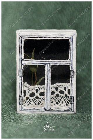 Окошки из спичечных коробков. Объемные, занавески и цветочки вклеены внутрь, имеются стеклышки из прозрачной пленки. фото 7