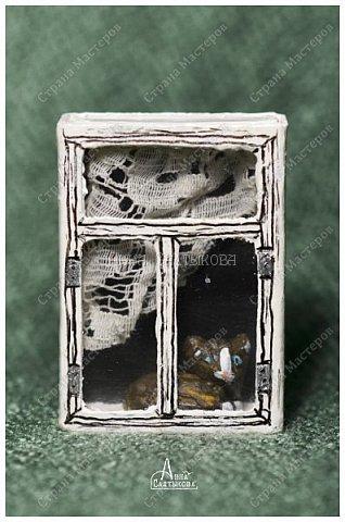 Окошки из спичечных коробков. Объемные, занавески и цветочки вклеены внутрь, имеются стеклышки из прозрачной пленки. фото 5