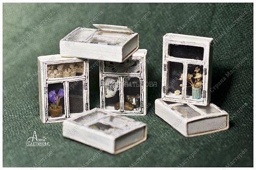 Окошки из спичечных коробков. Объемные, занавески и цветочки вклеены внутрь, имеются стеклышки из прозрачной пленки. фото 3