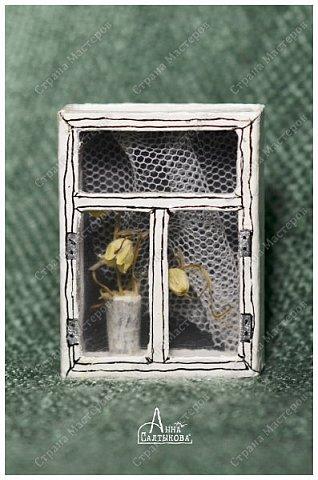 Окошки из спичечных коробков. Объемные, занавески и цветочки вклеены внутрь, имеются стеклышки из прозрачной пленки. фото 9