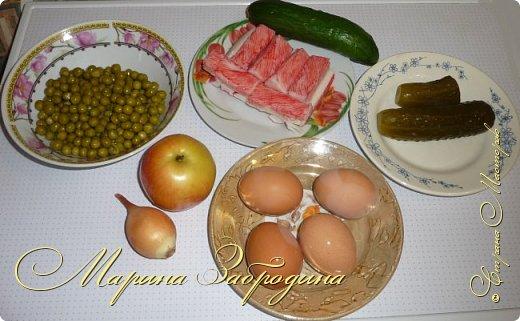 Здравствуйте! Сегодня предлагаю приготовить очень простой, но сытный и вкусный салатик. Такой салат можно приготовить и для гостей, и просто на ужин. фото 2