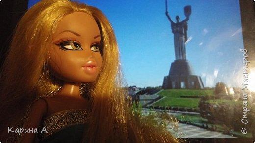 "Привет Девчонки! Это я!!! Я решила поучаствовать в конкурсе Alyona The Monster ""Мировой Тур""! И сейчас Фианна... В Киеве! ------------------------------------------- Фіанна -Всім привіт! Сьогодні я проведу екскурсію по моїй Батьківщині , Україні ! Це Батьківщина Мати! (Переводчик: Всем Привет! Сегодня я проведу экскурсию по моей Родине, Украине! Это Родина Мать!)    фото 1"