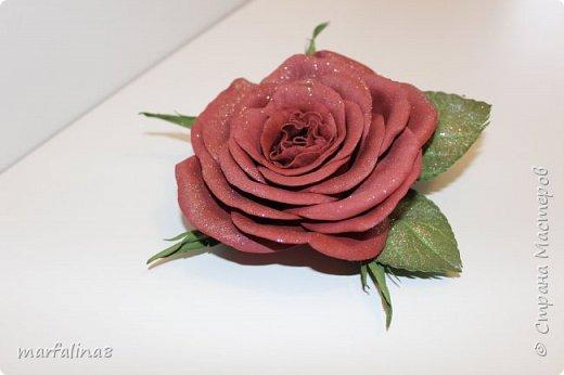 Здравствуйте, дорогие мастеряне! Представляю на ваш суд мое четвертое творение из фома. Это брошь. Выкройку для этой розы делала сама. Ничей МК НЕ использовала. Хочу подарить свекрови на 8 марта. фото 4