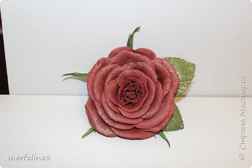 Здравствуйте, дорогие мастеряне! Представляю на ваш суд мое четвертое творение из фома. Это брошь. Выкройку для этой розы делала сама. Ничей МК НЕ использовала. Хочу подарить свекрови на 8 марта. фото 3