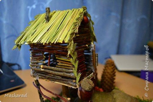 деревенский лесной домик осенью  фото 1