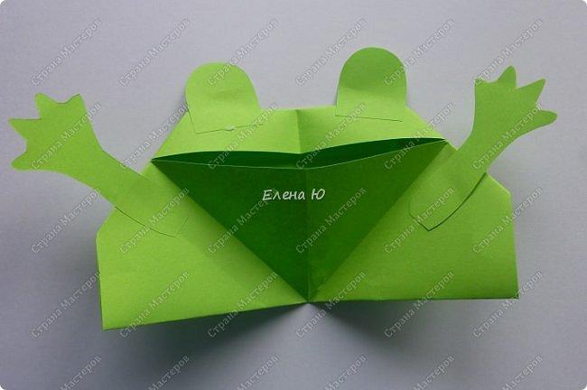 Предлагаю  смастерить очень простого  веселого лягушонка, пусть он себе квакает - поднимает настроение:) фото 14