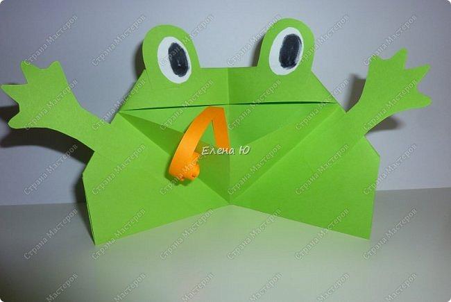 Предлагаю  смастерить очень простого  веселого лягушонка, пусть он себе квакает - поднимает настроение:) фото 1