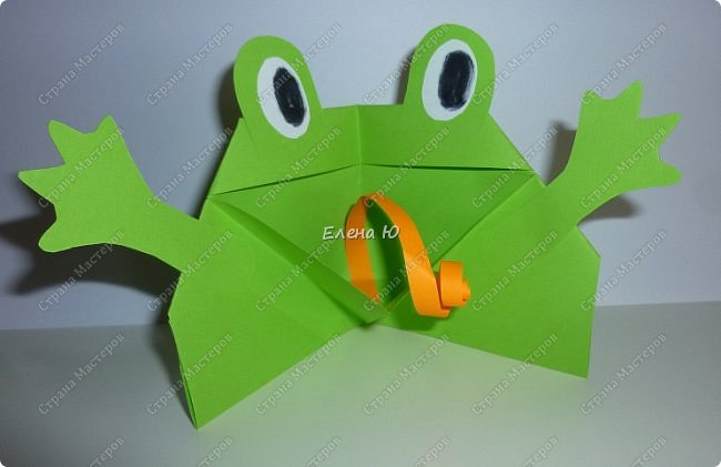 Предлагаю  смастерить очень простого  веселого лягушонка, пусть он себе квакает - поднимает настроение:) фото 16