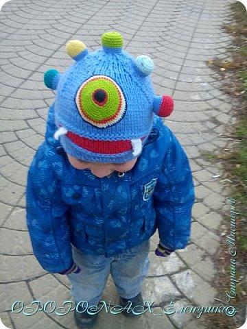 Доброго времени суток вам!Я наконец-то добралась выложить свои работы))))  Вот такая монстро-шапочка повязалась для сына. фото 1