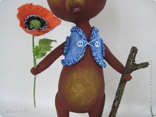 Добрый день, жители Страны Мастеров! С наступающим Вас женским праздником - 8 Марта! Но я не с пустыми руками к вам, а с медвежонком, который дарит вам цветочек. фото 3