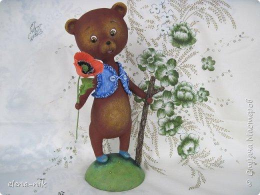 Добрый день, жители Страны Мастеров! С наступающим Вас женским праздником - 8 Марта! Но я не с пустыми руками к вам, а с медвежонком, который дарит вам цветочек. фото 9
