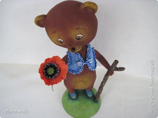 Добрый день, жители Страны Мастеров! С наступающим Вас женским праздником - 8 Марта! Но я не с пустыми руками к вам, а с медвежонком, который дарит вам цветочек. фото 7