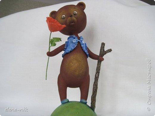 Добрый день, жители Страны Мастеров! С наступающим Вас женским праздником - 8 Марта! Но я не с пустыми руками к вам, а с медвежонком, который дарит вам цветочек. фото 8