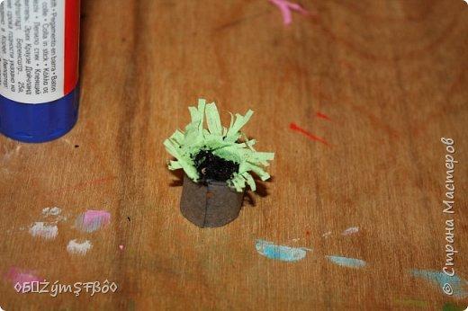 Привет всем кукольникам Страны Мастеров!Сделала я вот такой подарок для своих кукол и решила поделиться идеей с вами!Предлагаю вам сделать комнатный цветочек и крема для нежной кожи ваших кукол))) фото 13