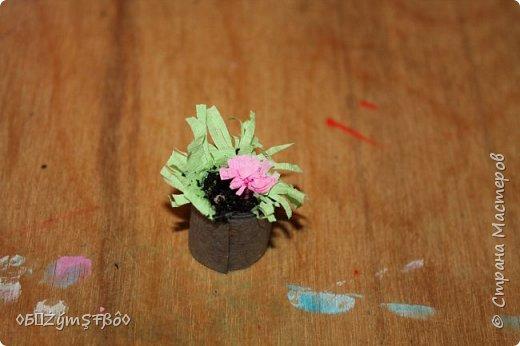 Привет всем кукольникам Страны Мастеров!Сделала я вот такой подарок для своих кукол и решила поделиться идеей с вами!Предлагаю вам сделать комнатный цветочек и крема для нежной кожи ваших кукол))) фото 17