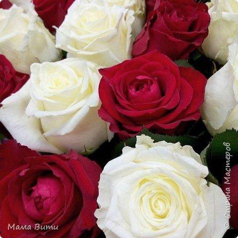 """Дорогие девочки, с наступающим праздником Вас! Пусть не иссякнут Ваши фантазия и трудолюбие. Будьте здоровы, любимы и счастливы всегда-всегда! Эти розы для Вас. И вовсе они не заграничные красавицы - это наши, местные, хоть и тепличные, но пахучиеееее... Жаль, что фото не передает их аромат. А еще я дарю Вам свои стихи.  Все, чем могу... все, чем могу... Спасибо за подбитые танки)))) (старшее поколение меня поняло? ага? Это """"Горячий снег"""" - кино такое было когда-то))))"""