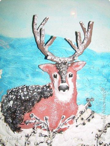 Очень впечатлила работа Светланы http://stranamasterov.ru/node/980972 . Поэтому взялись её делать с детьми. Мальчишки делали фон, работали с крупой и семенами, клеили, красили, оклеивали рога. Я лепила оленя. фото 3