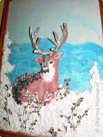 Очень впечатлила работа Светланы http://stranamasterov.ru/node/980972 . Поэтому взялись её делать с детьми. Мальчишки делали фон, работали с крупой и семенами, клеили, красили, оклеивали рога. Я лепила оленя. фото 4