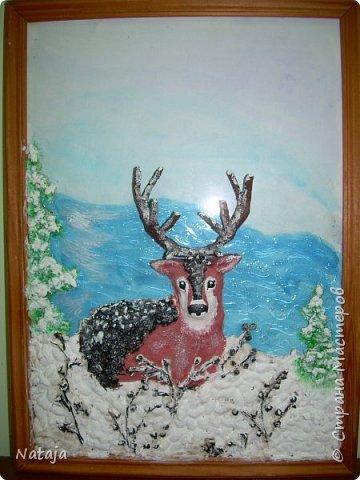 Очень впечатлила работа Светланы http://stranamasterov.ru/node/980972 . Поэтому взялись её делать с детьми. Мальчишки делали фон, работали с крупой и семенами, клеили, красили, оклеивали рога. Я лепила оленя. фото 5