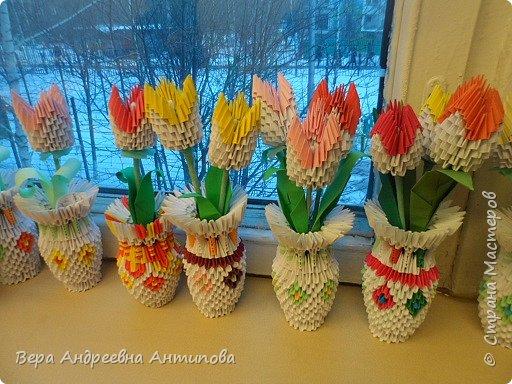 Дорогие мастера и мастерицы нашей Страны Мастеров! И пусть за окном еще видны снежные сугробы и порхают снежинки, у нас расцвели для мам тюльпаны. Вот такие подарки приготовили мои ребятки мамам в день 8 марта. фото 1