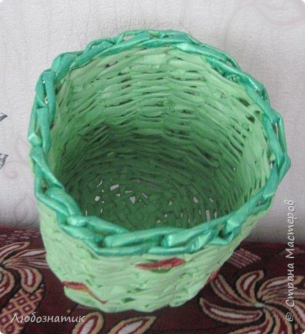 Здравствуйте мастерицы! Представляю вам мою первую плетёнку. Тяжелее всего было начинать, потом днище. Остальное плести-легче, но всё равно много недочетов. Не хватает опыта. Красила акриловой краской, приклеила цветочки (из салфетки, первые попытки декупажа). фото 3