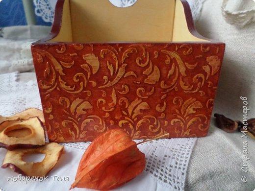 Здравствуйте, дорогие мастера и мастерица! Покажу еще парочку работ - подарков моим самым любимым и уважаемым женщинам.  Это короб для специй для свекрови. Декупаж салфеткой. Это один бочок. фото 3