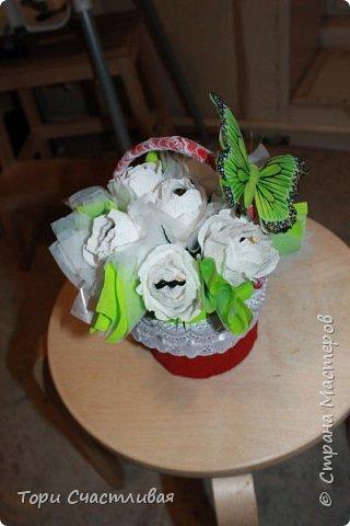 Пыталась сделать букет из белых роз, пробовала вставлять фунтики. Девочки подскажите советами, что и как лучше. Без критики и советов очень сложно! фото 2