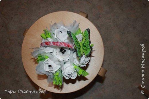 Пыталась сделать букет из белых роз, пробовала вставлять фунтики. Девочки подскажите советами, что и как лучше. Без критики и советов очень сложно! фото 3