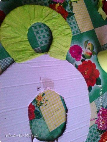 В детский сад срочно понадобилось сделать поделку, связанную с весной. Что более полно объяснит весну,как ни 8 марта?!))) Поэтому 8 КА сразу пришла на ум и,конечно же, цветы! фото 4
