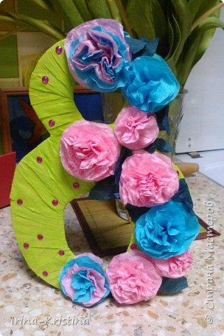 В детский сад срочно понадобилось сделать поделку, связанную с весной. Что более полно объяснит весну,как ни 8 марта?!))) Поэтому 8 КА сразу пришла на ум и,конечно же, цветы! фото 10