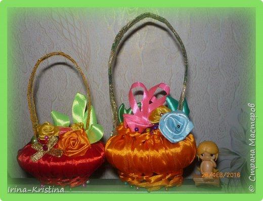 Для корзиночек нужны портновские булавки с цветными кончиками, мыло, атласные ленты, бусины,пайетки, стразы по желанию. фото 1
