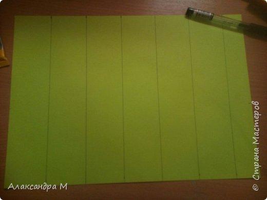Для поделки нам понадобится картон или цветная бумага, чёрная геливая ручка, ножницы, клей Момент , длинная ленейка. фото 3