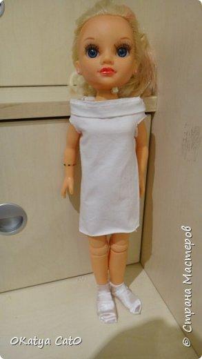 Всем привет! Меня зовут Катя мне 12 лет) Сегодня я бы хотела вам показать одежду для кукол которую я сделала сама! Платье  Сделано из рукава моей старой кофты) фото 1