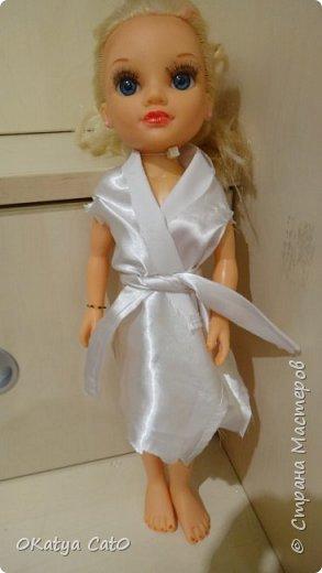 Всем привет! Меня зовут Катя мне 12 лет) Сегодня я бы хотела вам показать одежду для кукол которую я сделала сама! Платье  Сделано из рукава моей старой кофты) фото 5