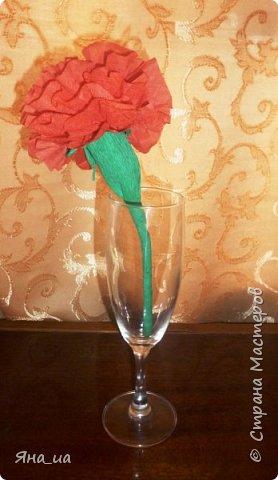 """Доброе время суток всем мастерицам! Так случилось, что я родилась за несколько дней до 8 Марта  и поэтому я имею возможность и Днюху отпраздновать, и поздравить своих любимых подруг и родственниц с наступающим праздником. ))) Поэтому вот уже несколько лет подряд я накрываю праздничный стол, украшая """"места для девочек"""" цветами из салфеток. В прошлом году это были большие цветы по МК Вера_я: http://stranamasterov.ru/node/718958, за что ей весьма благодарна. Стол оказался действительно ооооочень нарядным!!!! Цветы делали всей семьей. Я и не думала, что моим мальчишкам будет так интересно в этом принимать участие))))). А вот в этом году захотелось выпендриться чуть иначе. И вот мое """"творение"""". фото 14"""