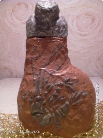 Приветствую всех жителей и гостей Страны Мастеров! Сегодня хочу показать вам вот такую бутылочку с отпечатком на ней скелетом рачка и листика.  На бутылочку нанесена шпаклевка, мастихином сформировала фактуру, через трафарет нанесла рисунок. фото 1