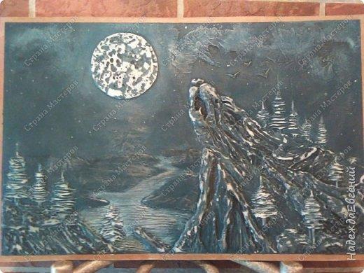 Доброго времени суток!!! Вот такую вот картину барельеф сделал сегодня мой замечательный муж... Это скала, волка воющего на луну.  фото 3