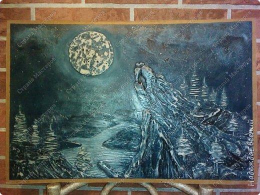 Доброго времени суток!!! Вот такую вот картину барельеф сделал сегодня мой замечательный муж... Это скала, волка воющего на луну.  фото 2
